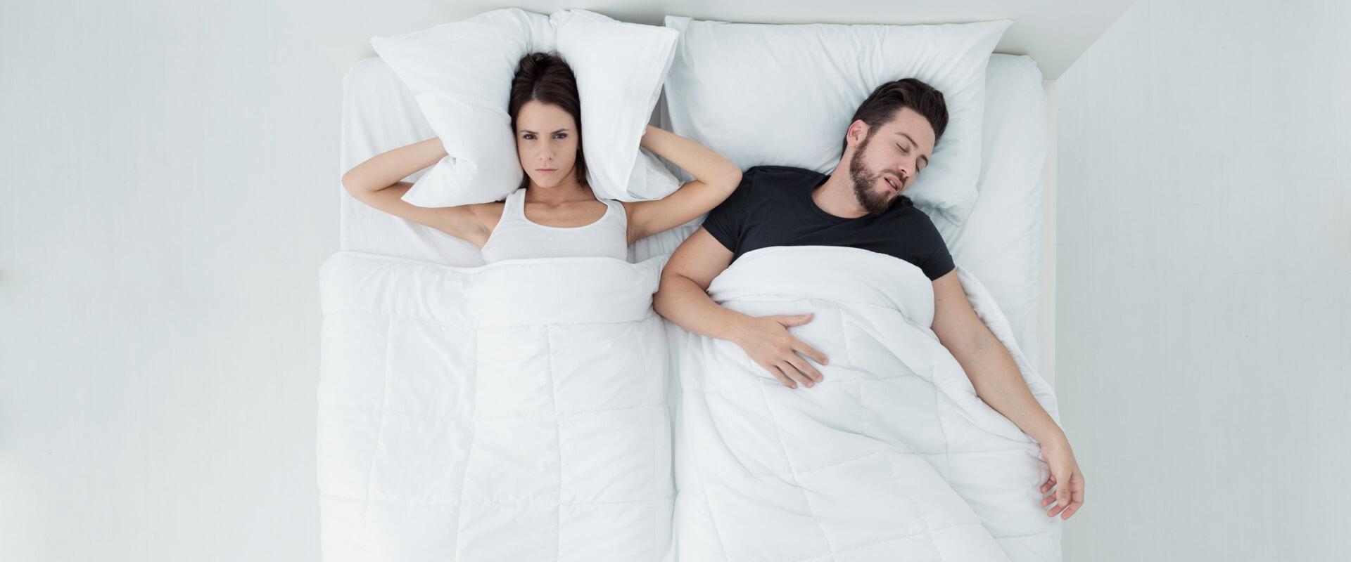 ronquidos-pareja-dormir