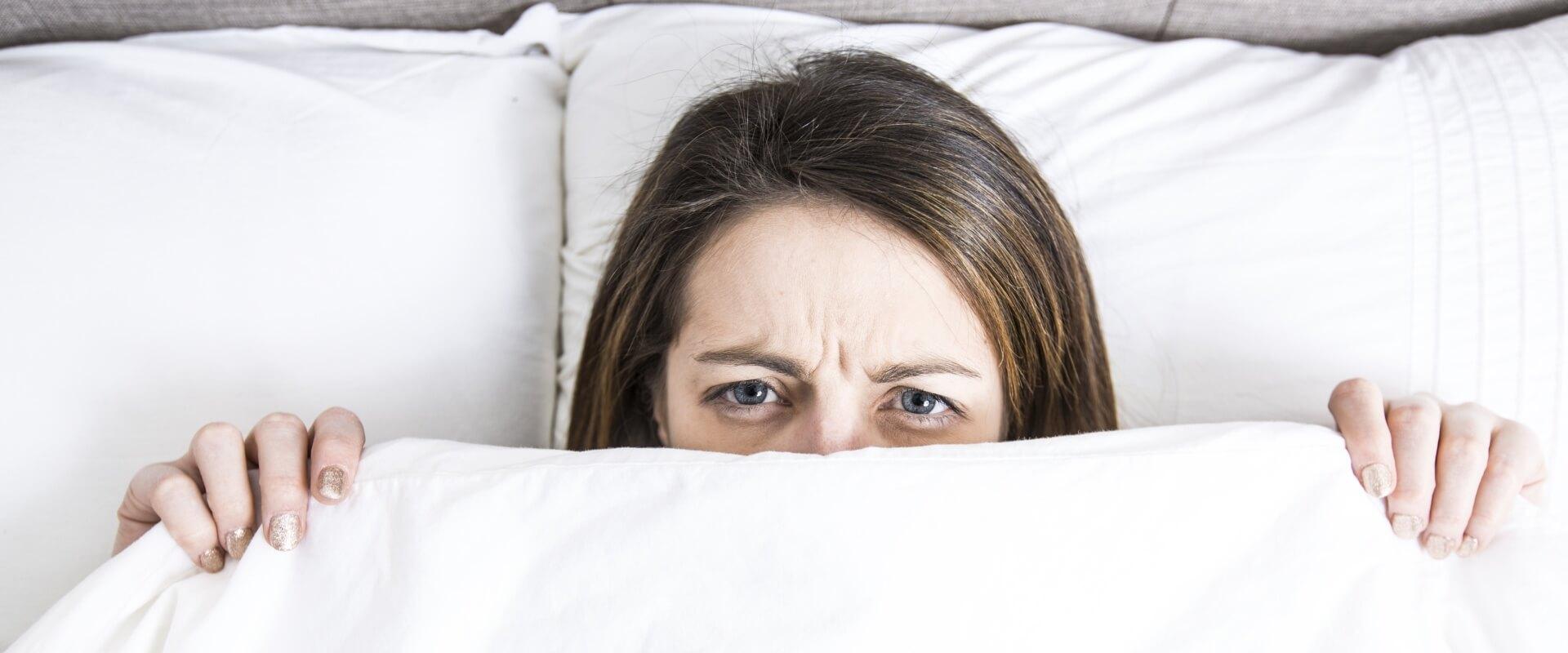 mujer-dormir-falta-sueno