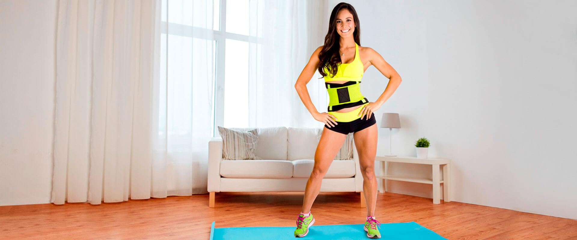 Mujer usando la faja Cinturilla 70-30 Sport para su rutina fitness.
