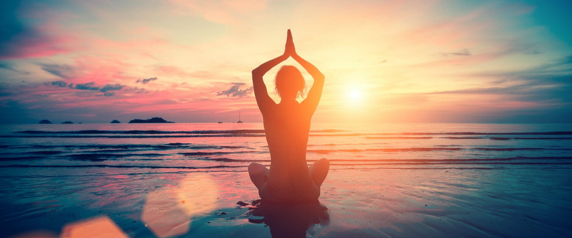 7 posturas de yoga para comenzar bien el día